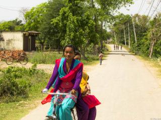 Noies tharu. Jungles del Therai 2015 MVR
